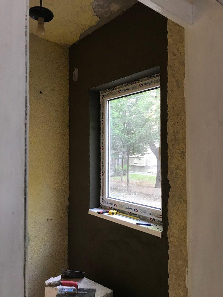 okno-nalepena-sietka